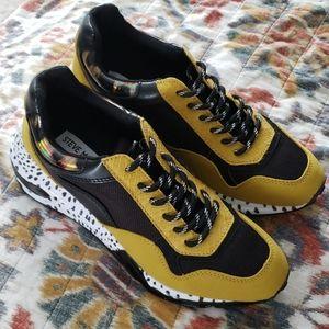 Never worn Steve Madden Cliff Sneakers